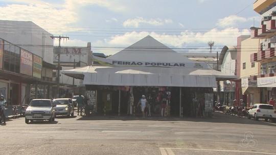 Vendedores reclamam de falta de locais adequados para trabalharem
