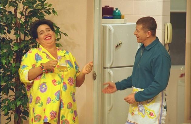 Claudia JImenez era Edileusa, a empregada abusada de 'Sai de baixo'. Na foto, ela contracena com Miguel Falabella, o Caco ANtibes (Foto: Sergio Andrade)