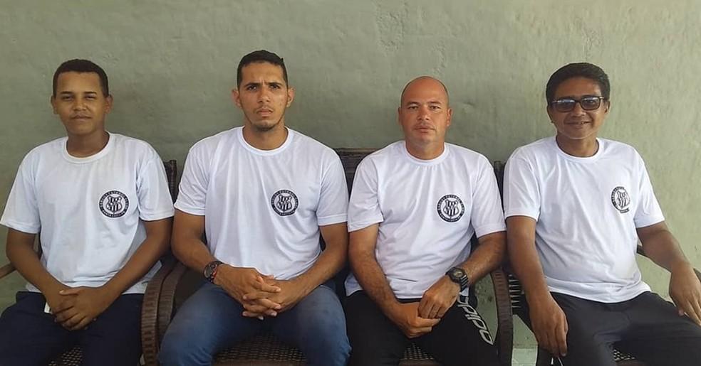 Bruno ao lado dos outros integrantes da comissão técnica do Sabugy — Foto: Acervo pessoal / Bruno Jojô Abrahão
