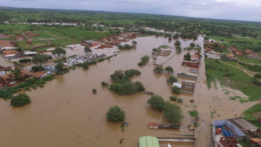 Município de Coronel João Sá tomado pela água após chuva e rompimento de barragem de cidade vizinha — Foto: Studio Júnior Nascimento