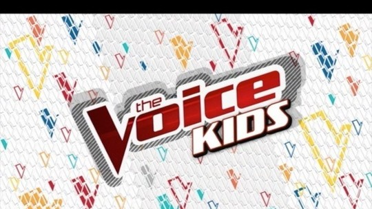 Lucia Muniz e Hadassa Priscilla fazem pocket show durante a final do The Voice Kids