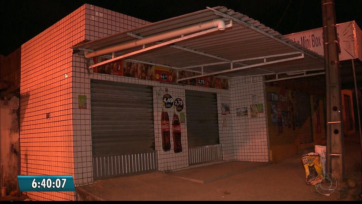 Assaltantes fazem clientes reféns e roubam bar em João Pessoa, diz polícia