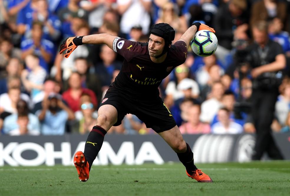 Petr Cech defendendo o Arsenal em jogo contra o Chelsea no Stamford Bridge — Foto: Mike Hewitt/Getty Images