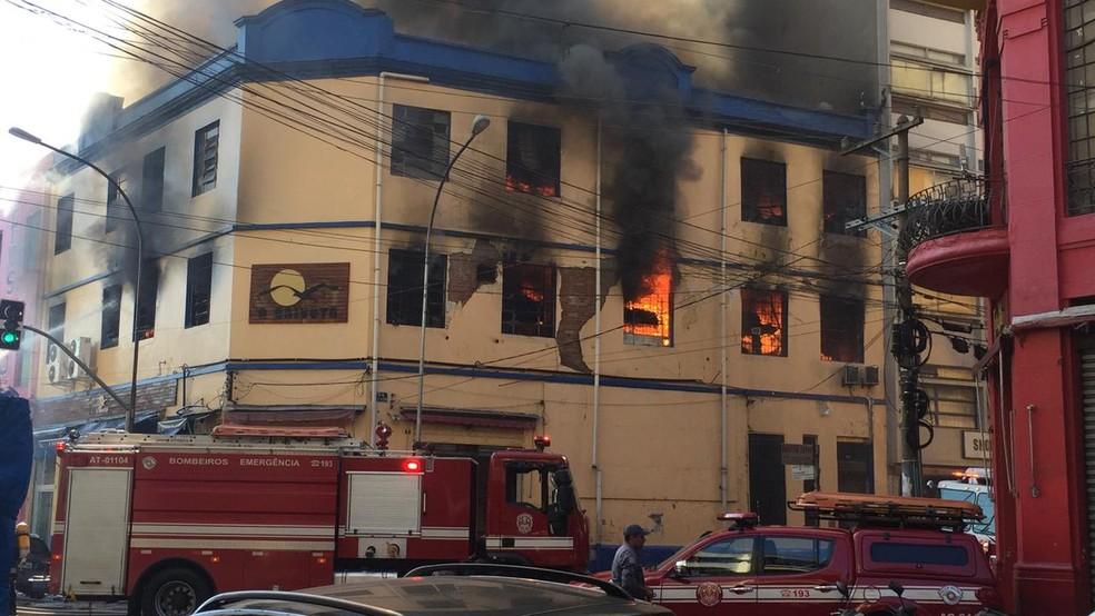 Incêndio em prédio no Centro de SP — Foto: Abraão Cruz/TV Globo