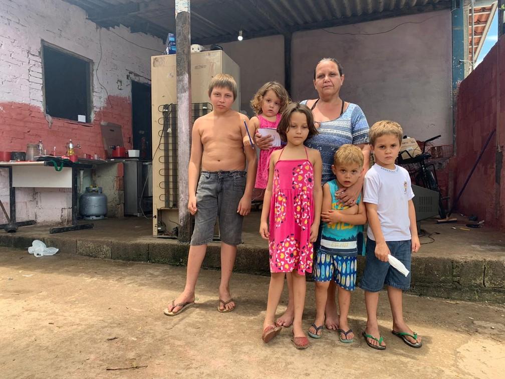 Família de Matheus, de Caraguatatuba — Foto: João Mota/TV Vanguarda