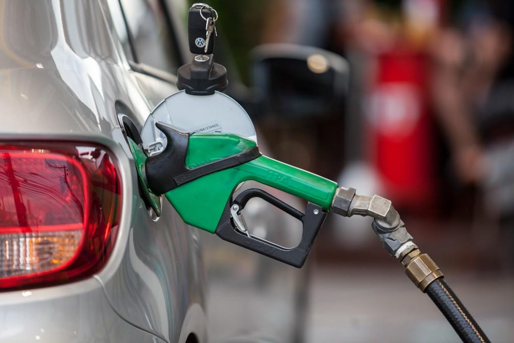 Gasolina produzida no Brasil terá, a partir de agosto, nova composição com qualidade equivalente ao combustível produzido nos EUA e Europa — Foto: Marcelo Brandt/G1