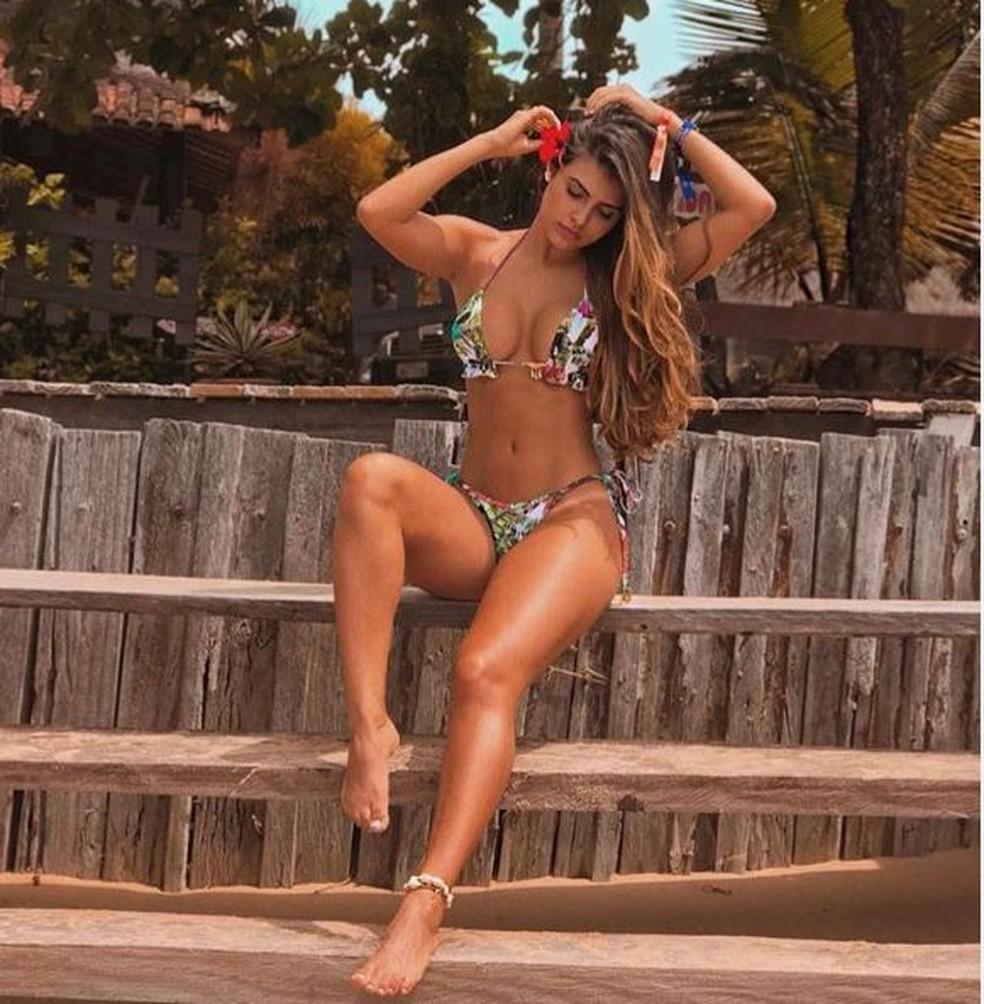 Isabella Arantes exibe corpão na praia  — Foto: Reprodução da internet