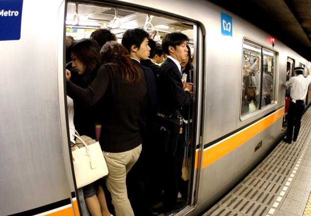 Passageiros em trem no Japão - trem bala - transporte (Foto: Junko Kimura/Getty Images)