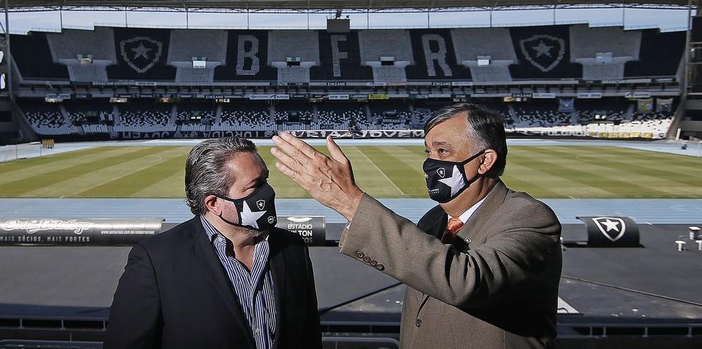 Jorge Braga e Durcesio Mello lideraram as conversas com Rafael — Foto: Vitor Silva/Botafogo