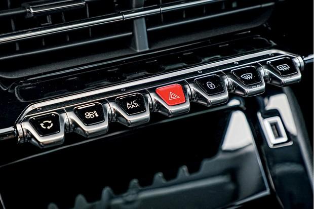 Peugeot 208 Griffe 1.6 - Teclas do painel foram inspiradas  nas peças de um piano clássico (Foto: Rafael Munhoz)