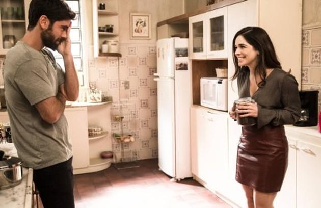 Micaela (Sabrina Petraglia) voltará dos EUA e procurará Bruno (Marcos Pitombo). Um dos mistérios é se eles ficarão juntos (Foto: TV Globo)