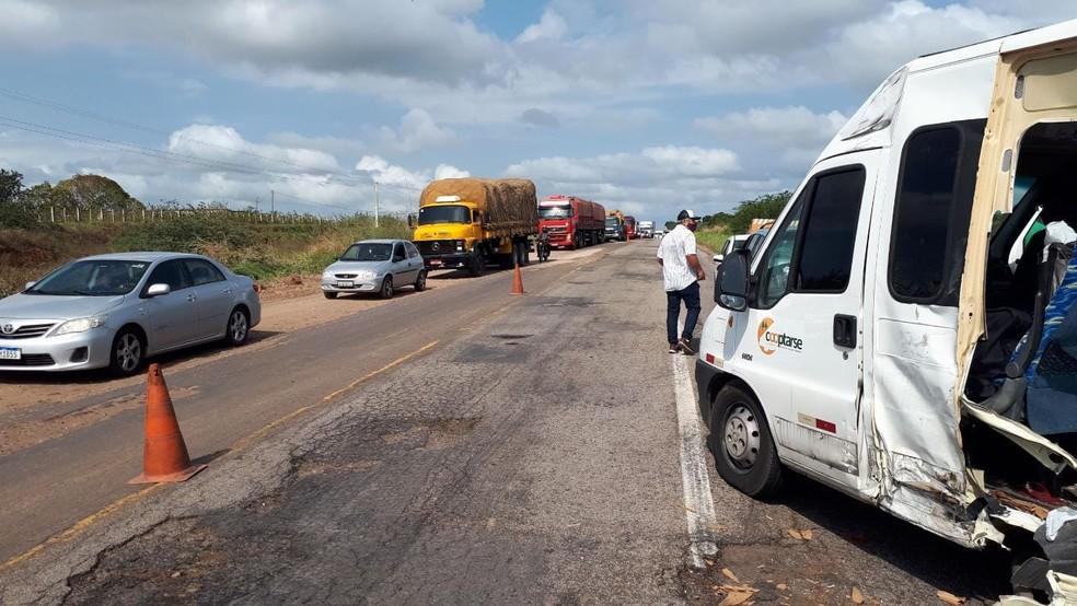 Acidente entre caminhão e van deixa um morto em Santa Maria — Foto: Cedida