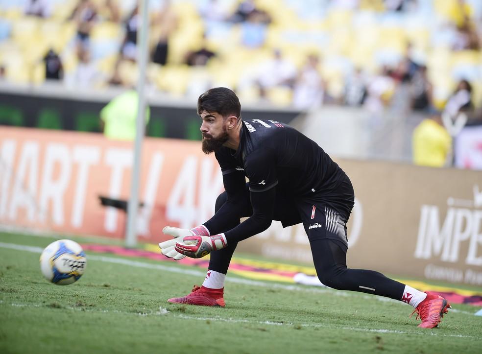Fernando Miguel tem 73% de aproveitamento em campo com o Vasco em 2019 — Foto: André Durão