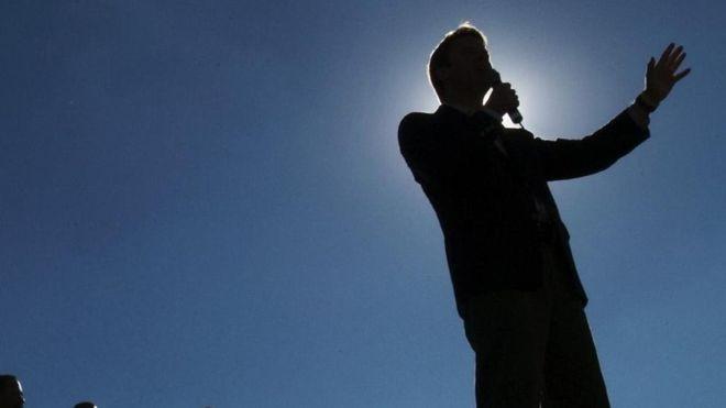 A maneira como palestrantes usam as mãos muda radicalmente a percepção que se tem sobre eles (Foto: GETTY IMAGES/via BBC News Brasil)