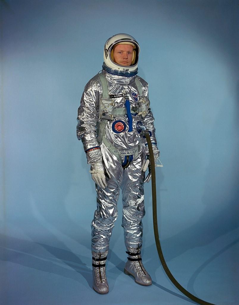 Neil Armstrong com traje de astronauta (Foto: Scan by Ed Hengeveld/Wikiemdia Commons)