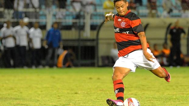 Para jornalista, Flamengo errou ao contratar o meia Carlos Eduardo