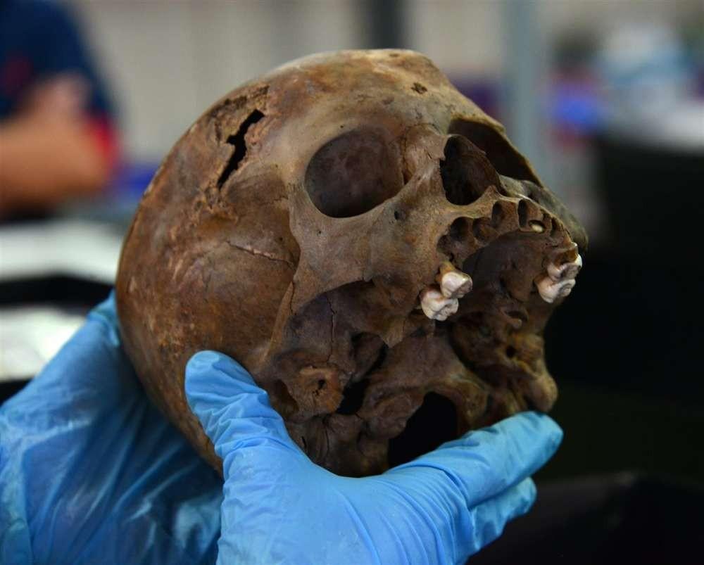 Caveira do garoto sacrificado (Foto: Divulgação/ Instituto Nacional de Antropologia e História)