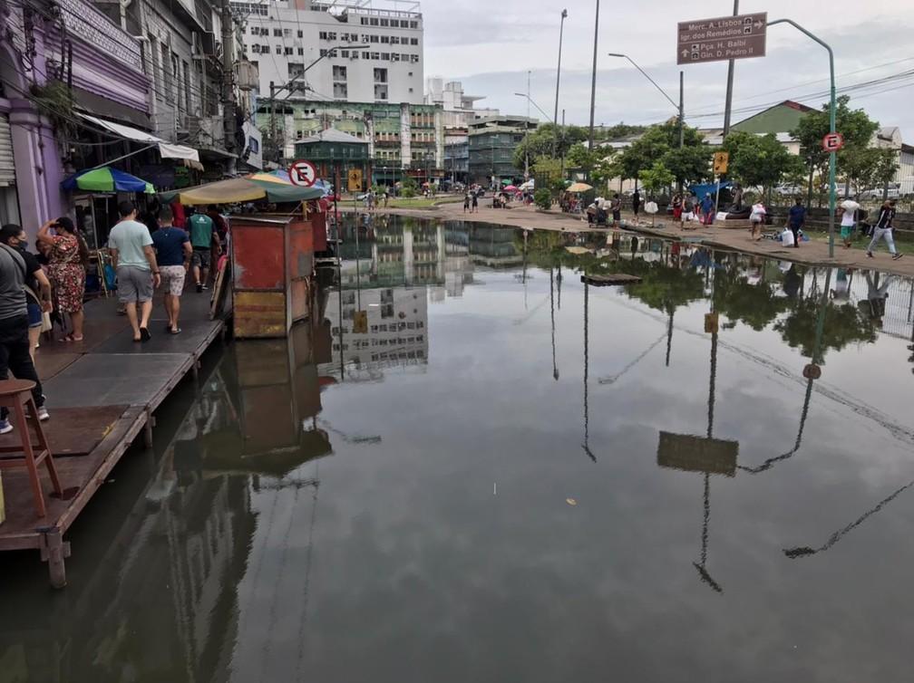Centro de Manaus alagado pela cheia do Rio Negro, neste sábado (5) — Foto: Jucélio Paiva/G1 AM