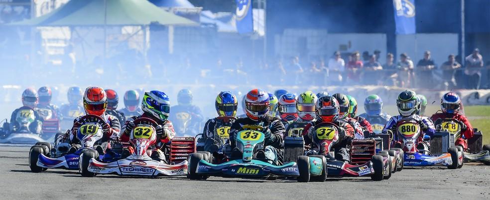 Largada disputada no Brasileiro de Kart de 2017, que teve recorde de inscritos (Foto: Bruno Gorski - Quick Comunicação)
