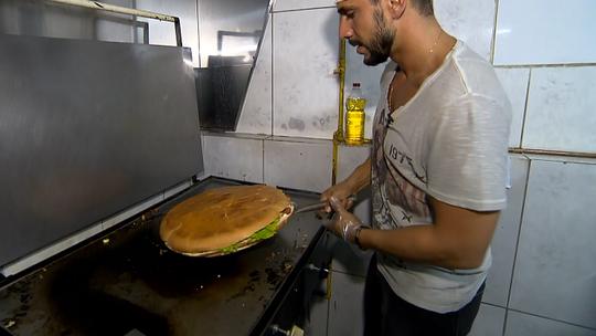 Júlio Rocha preparou o 'mega lombada', um sanduíche de 5 kg