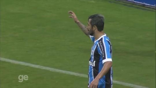 """""""Último 10"""", Douglas se despede do Grêmio em 2ª passagem; veja os melhores gols e passes"""