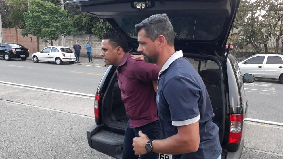 Secretário de governo também foi preso pela Polícia Civil — Foto: Arcílio Neto/TV TEM