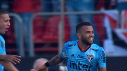 Jornalistas elogiam rendimento Daniel Alves como meia em sua estreia pelo São Paulo