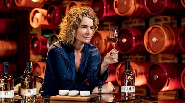 Paula Lebbos,  fundadora da Backer: bourbon feito nas mesmas barricas usadas para acondicionar  o clássico uísque  americano Jim Beam (Foto:  Leo Drumond)