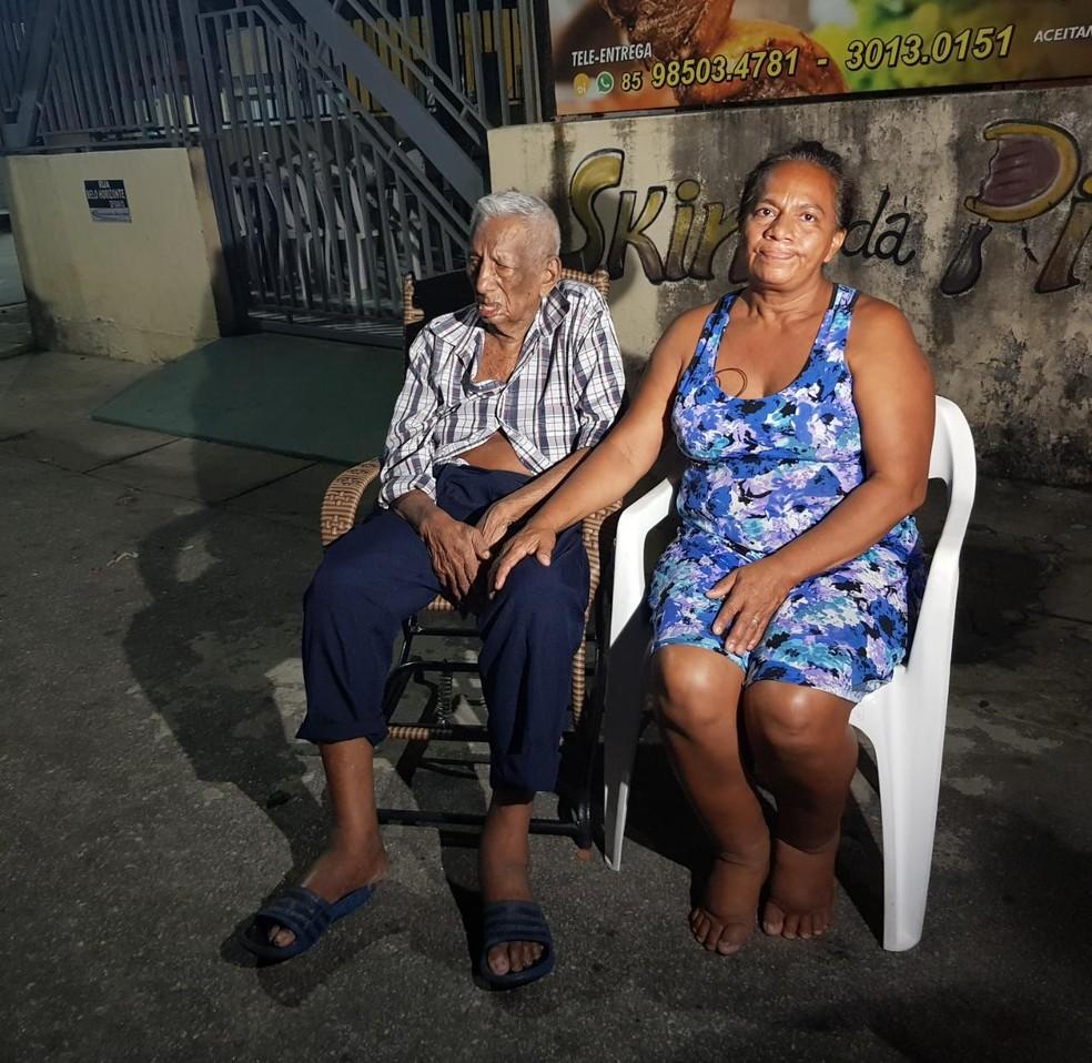 Raimunda e Afonso estavam em outro cômodo da casa no momento do incêndio. Imóvel, situado no Bairro Demócrito Rocha, em Fortaleza.  — Foto: Halisson Ferreira/SVM
