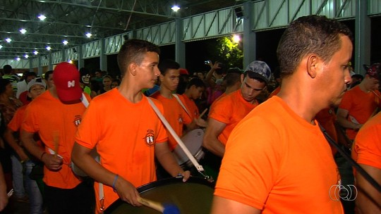 Foliões aproveitam primeiro dia de carnaval em Goiânia e interior de GO