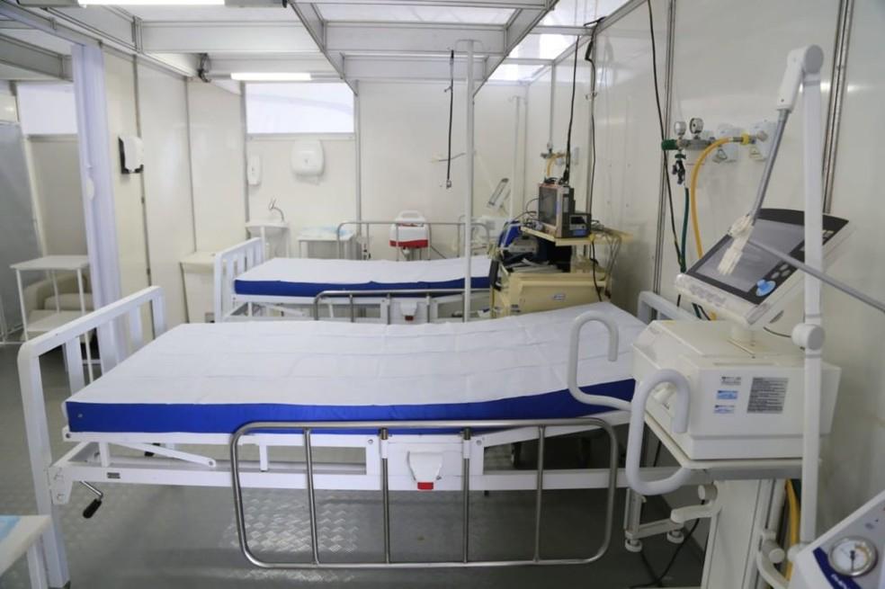 Tenda para pacientes com problemas respiratórios na UPA do Núcleo Bandeirante — Foto: Davidyson Damascento/Iges-DF