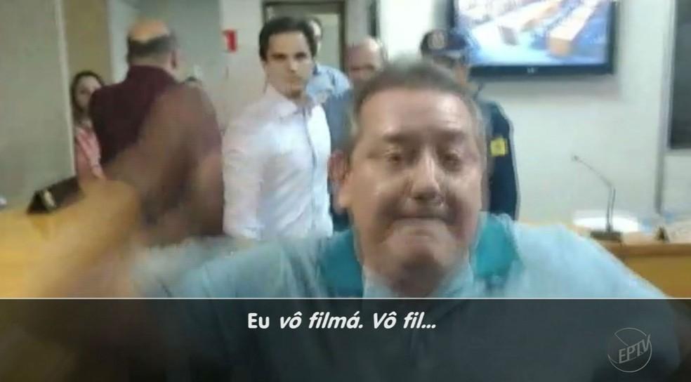 César Peghini agrediu assessor que filmava tumulto na Câmara de Sertãozinho, SP (Foto: Reprodução/EPTV)