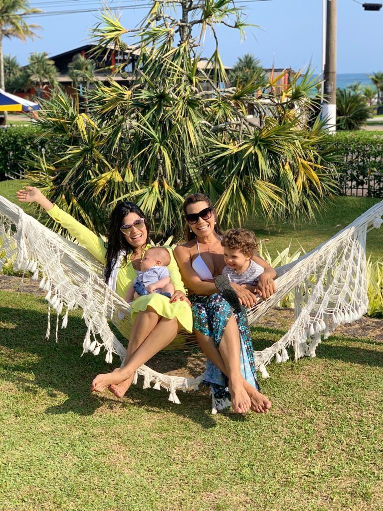 Solange Frazão com Thabata e os netos Thiago e Tom (Foto: Reprodução)