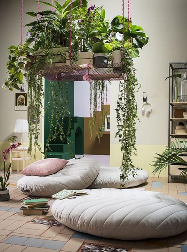 Jardim suspenso dentro de casa traz um charme a mais para a decoração (Foto: Pinterest/Reprodução)