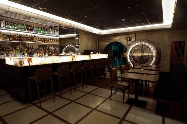 Bar do Cofre SubAstor: antigo cofre de São Paulo é transformado em bar