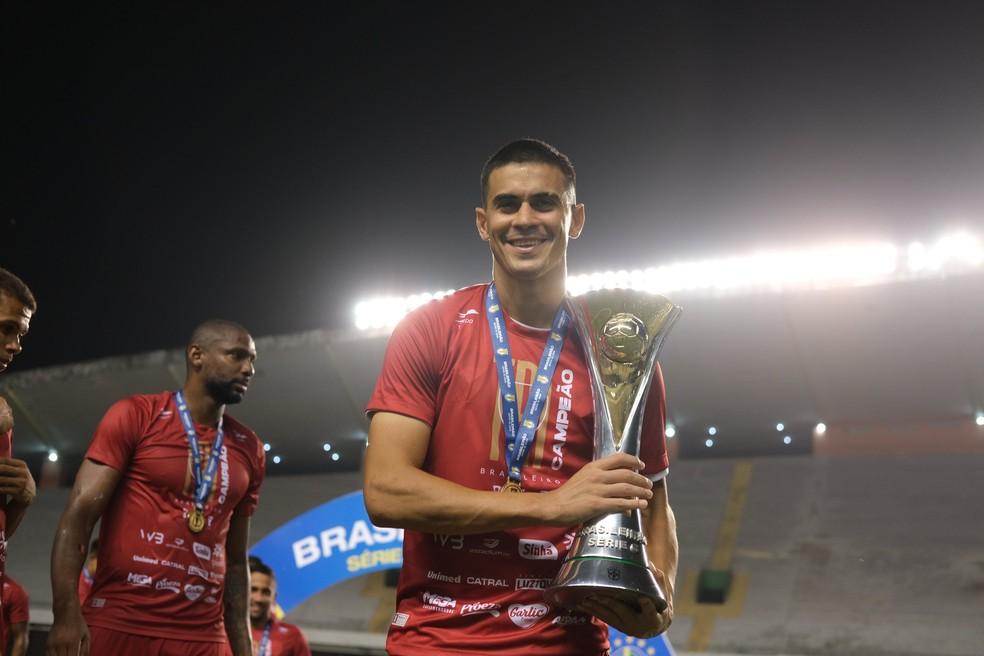 Emanuel Biancucchi foi campeão da Série C pelo Vila Nova — Foto: Comunicação / Vila Nova