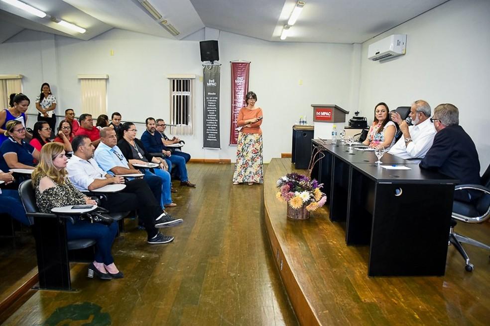 Projeto para transformar lixo em energia elétrica foi apresentado nesta quarta (27) em Cruzeiro do Sul  — Foto: Mazinho Rogério/G1
