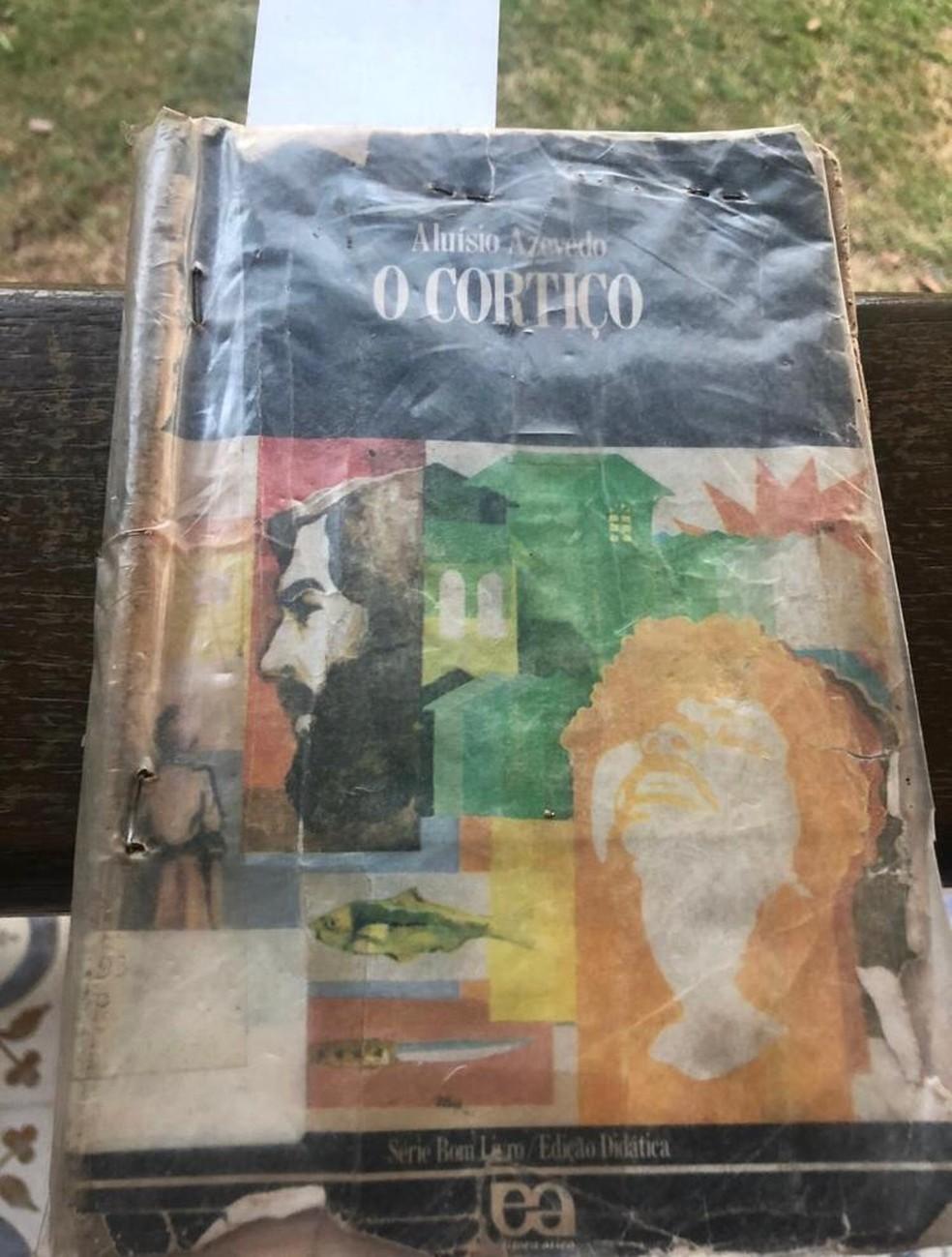 Livro 'O Cortiço', devolvido 20 anos depois do empréstimo  — Foto: Antônio Galvão/Arquivo pessoal