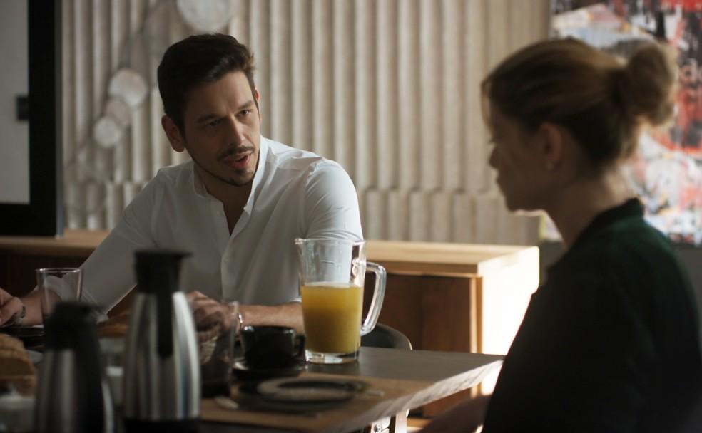 Lázaro tem ideia para prejudicar Gui no lançamento de seu CD (Foto: TV Globo)