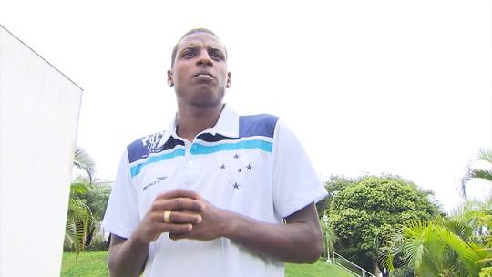 Ex-Cruzeiro, volante Bruno Ramires é anunciado pela diretoria do CSA