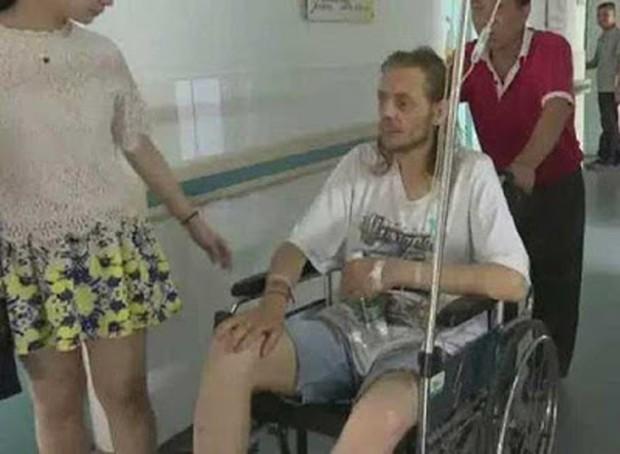 Ele acabou internado em um hospital após ficar fraco (Foto: Reprodução/YouTube/24/7 Hot News)