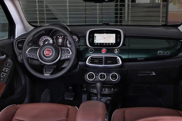 Fiat 500X tem painel com faixa na cor da carroceria (Foto: Divulgação)