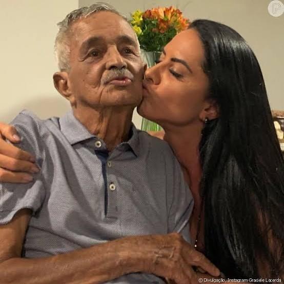 Graciele Lacerda com o sogro, Seu Francisco (Foto: Reprodução/Instagram)