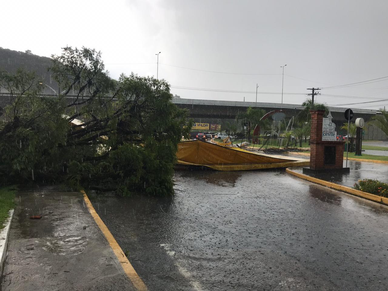 Temporal causa alagamentos na tarde deste sábado em Joinville; FOTOS - Noticias
