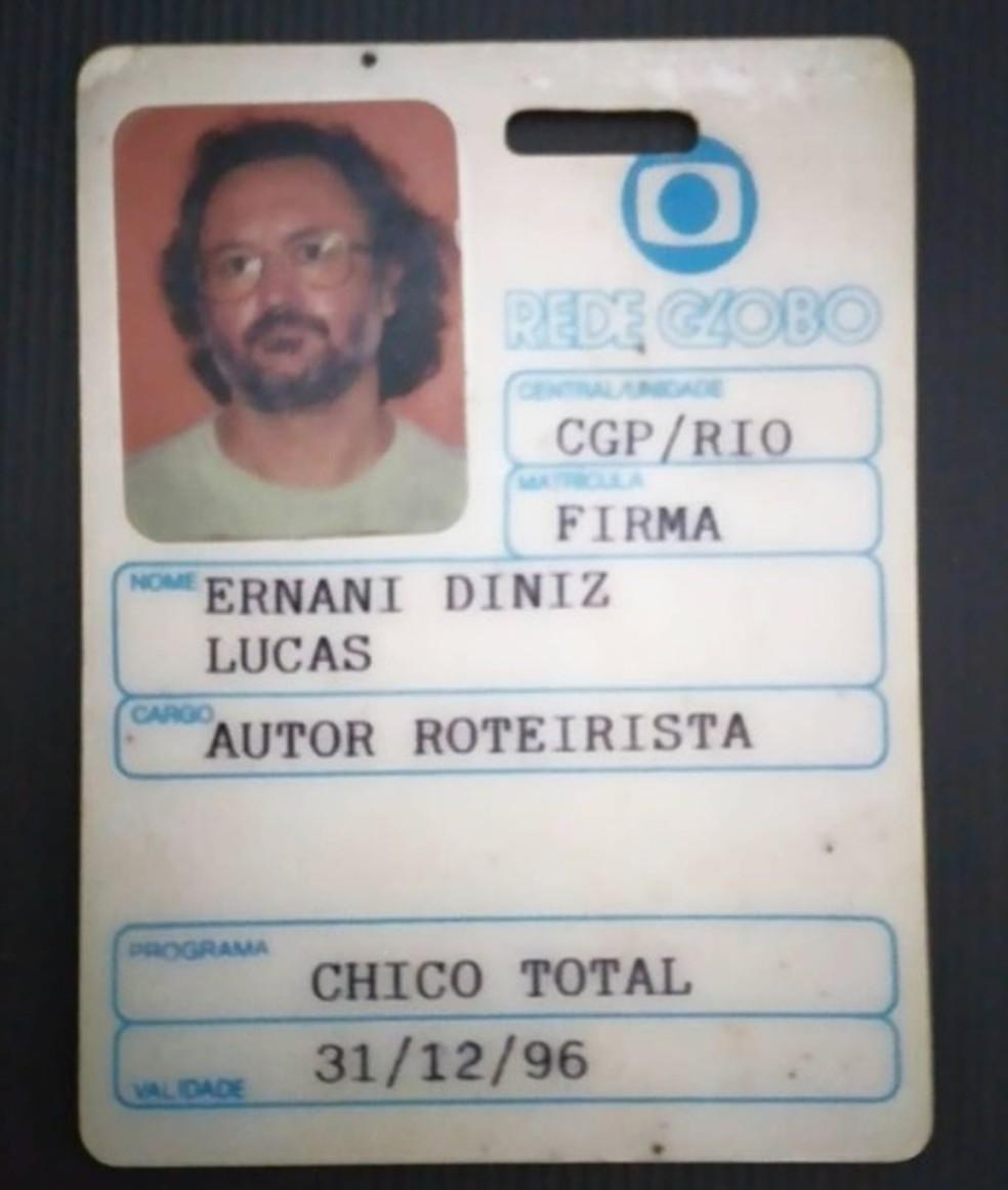 """O crachá de Nani na TV Globo. Ao relembrá-lo em um post recente no Instagram, ele escreveu: """"Aqui meu crachá de Bozó"""", referindo-se ao personagem de Chico Anysio, com quem trabalhou por 20 anos. — Foto: Reprodução"""