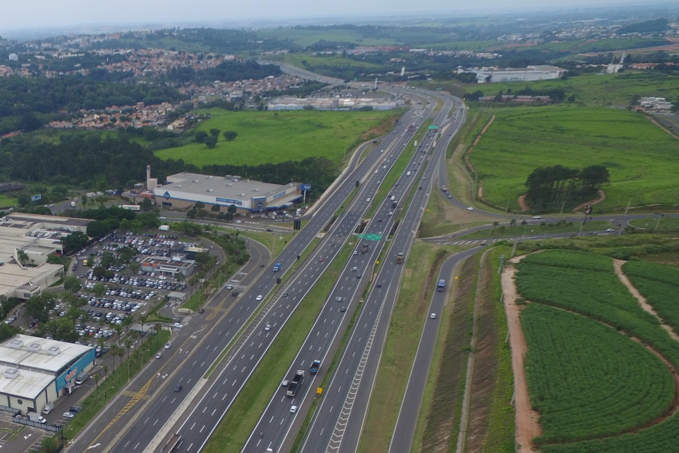 Trecho sob viaduto da Rodovia D. Pedro 1 tem operação pare e siga em Campinas