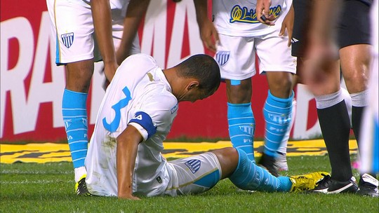 Jéci tem estiramento na coxa, e  Avaí perde Everton Silva, suspenso