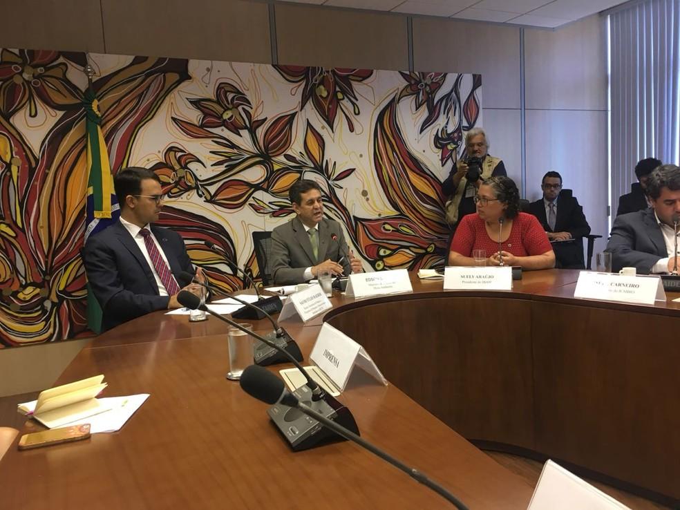 Edson Duarte, ministro do Meio Ambiente, durante entrevista coletiva (Foto: Gabriel Luiz/G1)