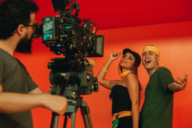"""João Papa filma o clipe de """"Terremoto"""", com Anitta e Kevinho (Foto: reprodução)"""