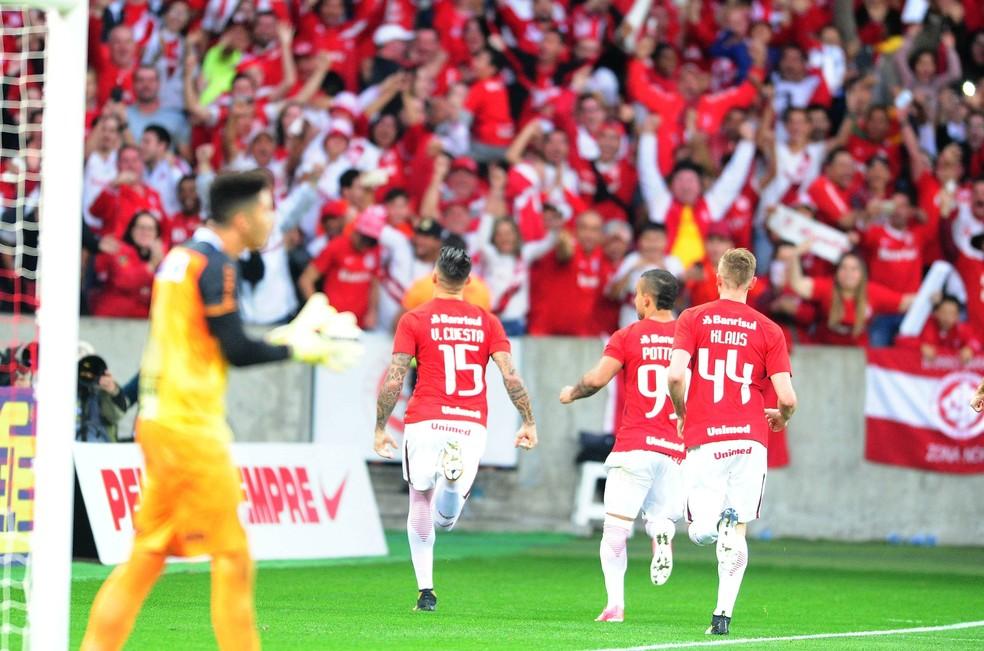 Victor Cuesta e Klaus foram os nomes da partida (Foto: Ricardo Duarte/Divulgação Internacional)